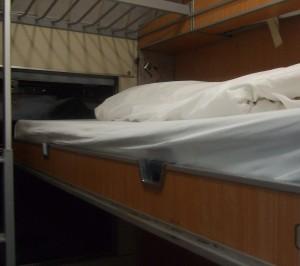 Compartimento com camas abertas